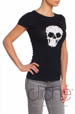 Black t-shirt with skull print