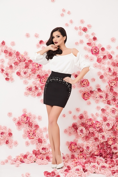 Elegant top and skirt with pearls