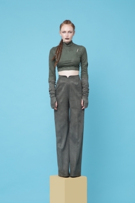 High-wasted suеde pants in oil green