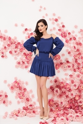 Elegant top and skirt in blue