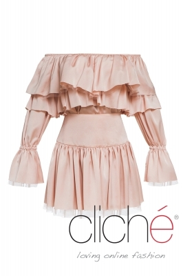 Blouse with bare shoulders and skirt in pink