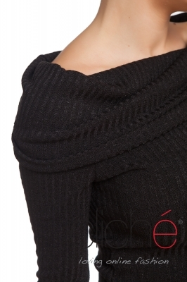 Black knitted blouse with wide collar