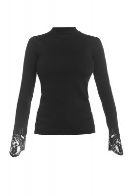 Turtleneck blouse with lace details on sleeves